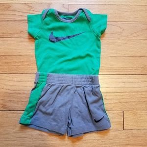 Boys Nike athletic 2 piece tee and shorts outfit